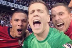 Arsenal defeated North London neighbours Tottenham on Sunday to claim their first Premier League victory at White Hart Lane since Naturally, they celebrated the way all people do these days: by taking a selfie. Arsenal Players, Arsenal Fc, Arsenal Football, Football Stuff, Kieran Gibbs, Dennis Bergkamp, Perfect North, Snap Selfie, Lukas Podolski