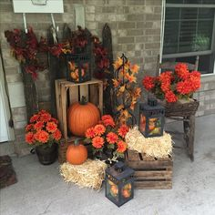 61 Most Beautiful Fall Decorating Ideas That Will Make More Perfect Home In This Fall - Herbst außendekoration - Halloween Ideas Halloween Porch Decorations, Theme Halloween, Thanksgiving Decorations, Fall Halloween, Outdoor Halloween, Halloween Ideas, Autumn Decorating, Porch Decorating, Decorating Ideas