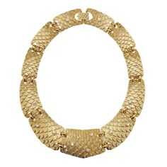 Add some glimmering texture to that LBD or glam up a basic tee and jeans with the Fintasia choker.