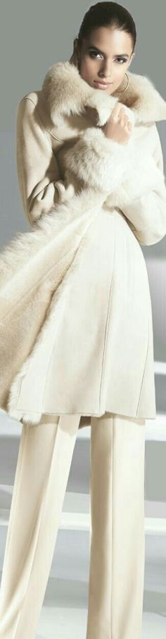 I'm in love with this sexy, creamy winter white lambskin coat! Fur Fashion, White Fashion, Womens Fashion, Fashion Fall, Trendy Fashion, Fashion Ideas, White Winter Coat, Winter Coats, Elegantes Outfit