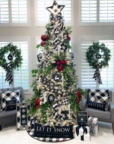 34 Popular Farmhouse Christmas Tree Ideas For Living Room Decor Outside Christmas Decorations, Flocked Christmas Trees, Christmas Tree Themes, Rustic Christmas, Christmas Christmas, Scandinavian Christmas, Farmhouse Christmas Trees, Christmas Tree Ideas, The Best Of Christmas