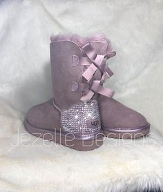 Uggs are not only the most loved but also the most controversial boots on the market. Ugg Boots Outfit, Ugg Style Boots, Cute Uggs, Cute Boots, Shearling Boots, Leather Boots, Heeled Boots, Bootie Boots, Ugg Winter Boots