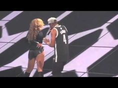 ▶ Jay Z slaps Beyonce's ass in concert - YouTube