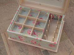 Caja de costura de madera