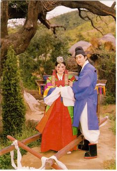 Korean wedding in traditional costumes. Card sent to Postcrosser in Belarus. People Around The World, Around The Worlds, Traditional Weddings, Korean Wedding, Wedding Costumes, Folk Costume, Folded Cards, South Korea, Faces