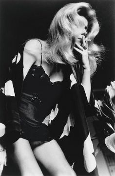 Catherine Deneuve, Paris, 1976 por Helmut Newton. #photography