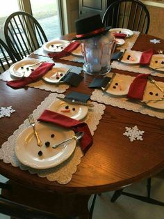 Snowman table setting: I would never have the time or patience to pull this off but I think it's adorable!