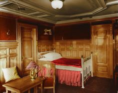 Colorized photo of First-class room B-59, decorated in the Modern Dutch style, on the Titanic.