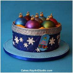 Box with Christmas Ornaments Cake. I would like to have a try at making this at Christmas time. Christmas Cake Designs, Christmas Cake Decorations, Christmas Cupcakes, Christmas Sweets, Holiday Cakes, Noel Christmas, Christmas Baking, Christmas Ornaments, Christmas Wedding