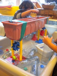 Water table for kids 73 best sensory table ideas images on p Kids Water Table, Sand And Water Table, Water Tables, Sensory Table, Baby Sensory, Sensory Play, Multi Sensory, Water Tray, Material Didático