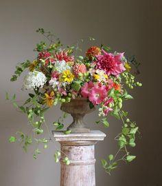 Summer Flower Arrangements, Beautiful Flower Arrangements, Flower Vases, Floral Arrangements, Summer Flower Centerpieces, Flower Arrangement Designs, Flower Tree, Floral Flowers, Deco Floral