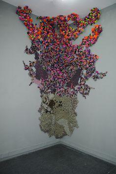 Chilean artist Serena Garcia Dalla Venezia creates stunning textile art from small handmade fabric balls that she then groups together. Art Fibres Textiles, Textile Fiber Art, Soft Sculpture, Sculptures, Fabric Installation, Art Installations, Instalation Art, Design Textile, Art Design