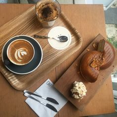 h o l l a Coffee Is Life, Coffee Love, Coffee Break, Morning Coffee, Coffee Branding, Dessert Recipes, Desserts, Diabetes, Food And Drink