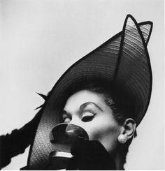 Lisa Fonssagrives-Penn by Irving Penn, 1949.