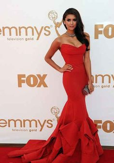 I want to go on a date with my husband where I can wear a red evening gown like this and he'll wear a tuxedo!!