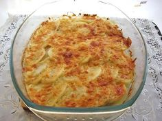 Nem kell órákig a konyhában állnod, hogy finomsággal lepd meg a családot. Ezzel a recepttel mindenkit lenyűgözhetsz. Ebből mindenki kétszer fog szedni! Hozzávalók: 500 g csirkemellfilé 3 nagyobb burgonya 100 g reszelt sajt majonéz só bors Elkészítés: A csirkemellet vágd vékony szeletekre, ha szükséges ki is klopfolhatod, kend be a[...]