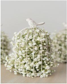 awesome Stunning Spring Flower Arrangement Ideas https://godiygo.com/2018/04/04/stunning-spring-flower-arrangement-ideas/