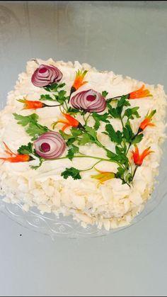 Tandori chicken cake - For Woman Chicken Cake, Food Carving, Good Food, Yummy Food, Vegetable Carving, Food Garnishes, Garnishing, Sandwich Cake, Veggie Tray
