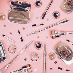 BROWS ON FLEEKOur go-to brow favesWe LOVE using these to create the perf brow shape // Go bold or natural! Shop our @benefitaustralia goodies online now, babes #PrincessPolly