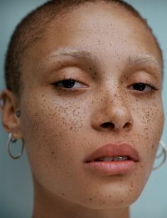 Adwoa Aboah by Letty Schmiterlow Shave Eyebrows, Blonde Eyebrows, Face Photography, London Photography, Bleached Eyebrows, Female Face Drawing, Freckles Makeup, Face Profile, Bare Beauty