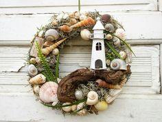 Door wreaths - door wreath maritime shell wreath bathroom decoration wreath - a designer piece ., Door wreaths - Door wreath maritime shell wreath bathroom decoration wreath - a unique product by missbellflower on DaWanda. Seashell Wreath, Seashell Crafts, Beach Crafts, Summer Crafts, Summer Door Wreaths, Wreaths For Front Door, Deco Marine, Sunflowers And Daisies, Deco Wreaths