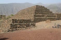 ANTROPOLOGÍA Y ECOLOGÍA UPEL: Cultura Canaria - Las Pirámides de Güímar