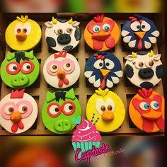 Checa estos lindos cupcakes de la granja de Zenón que entregamos 😍😍😍💕🎉 super cutes! Y perfectos para decorar una mesita dulce 👅💖… Farm Animal Birthday, Jungle Party, Farm Animals, 2nd Birthday, Mickey Mouse, Cupcakes, Baby Shower, Reggio, Cookies