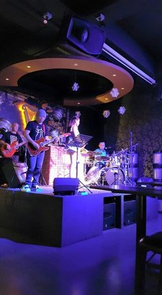 4th April 2015 Crossover with my ex bandmates Butterfly. Too bad my ex leader on leave tdy can't get to meet him.  Drummer : Jason Lewis Bassist : Gilbert Tham Guitarist : Sam Ang