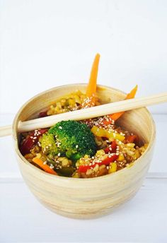 This vibrant #macrobiotic stir fry recipe will definitely become your favorite macrobiotic meal! It's not only easy to make, but also delicious and flavorful!   gourmandelle.com