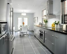 Die Neuste Gestaltungstendenz Im Interieur Ist Die Weiße Küche. Sie Gibt  Das Gefühl Für Mehr Weite Im Raum Und Fasziniert Mit Simplizität
