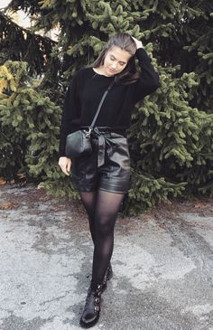 Outfit, Leder Shorts Leder Shorts Outfit, Winter Shorts Outfits, Leather Skirts, Short Tops, Short Outfits, Fashion Bloggers, Short Skirts, Pretty Outfits, Cosplay