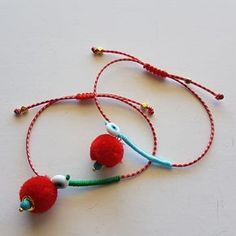 Μάρτης με πον πον Fabric Bracelets, Handmade Bracelets, Handmade Jewelry, Beaded Bracelets, Rope Jewelry, Hippie Jewelry, Girls Jewelry, Handmade Rakhi Designs, Diy Wedding Shoes