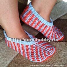 1502281328_krasivye-sledki-spicami (450x448, 151Kb) Knitted Slippers, Crochet Projects, Diy And Crafts, Knit Crochet, Socks, Stitch, Knitting, Baby, Fashion