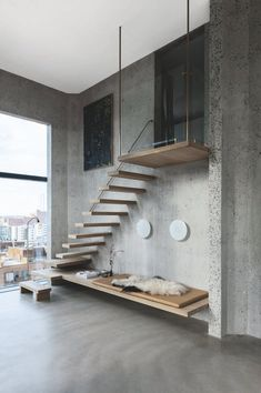 Se et designerhjem bag Siloens rå facader - ZOEY Floating Staircase, Modern Staircase, Floating Shelves, Staircase Interior Design, Interior Architecture, Townhouse Exterior, Architects Melbourne, Warehouse Living, Stairs In Living Room