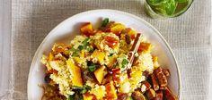 Een recept met volkoren couscous, lekker veel kruiden, volop groente en tempé. Dit gerecht is echt een feest voor het oog en de mond. Couscous, Grains, Rice, Rondom, Food, Pasta, Salads, Essen, Meals