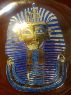 Plato de porcelana pintado con oro
