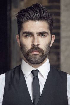 Want a straighter beard? Check out the best straight beard styles and learn how to achieve them (even if you have a curly beard!) with beard straightening products like beard balm and beard straightening combs and brushes. Beard Styles For Men, Hair And Beard Styles, Facial Hair Styles, Goatee Styles, Haircut Styles, Professional Beard Styles, Professional Hairstyles, Peaky Blinder Haircut, Bart Styles