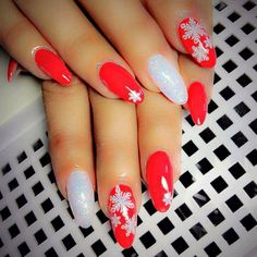 Nail art Christmas - great ideas for your festive nails - Nail Designs Holiday Nail Designs, Cute Nail Art Designs, Christmas Manicure, Holiday Nails, American Nails, Floral Nail Art, Halloween Nail Art, Beautiful Nail Art, Cool Nail Art