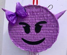 EMOJI PINATA del partido, emoticono mal partido, partido de emoji de whatssap, tire de cadena Piñata de TRUSTITI en Etsy https://www.etsy.com/es/listing/498793178/emoji-pinata-del-partido-emoticono-mal