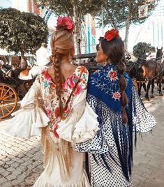Arranging a holiday to Spain?, listed here are our individual testimonials regarding how to effectively planning travels, the very best houses in which to live, in addition to where to devour. Spain Fashion, Look Fashion, Fashion Photo, Spanish Dress, Spanish Style, Flamenco Dancers, Traditional Dresses, Kimono Top, Coachella