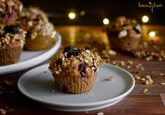 Banánové muffiny s granolou Granola, Breakfast, Recipes, Food, Morning Coffee, Granola Cereal, Meals, Yemek, Muesli