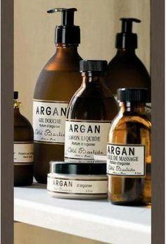 Le parfum envoûtant de la ligne Argan évoque des contrées lointaines où la beauté légendaire des femmes nous invite à partager leur secret...    Gamme naturelle, sans paraben