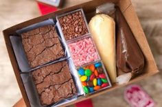 Brownie Packaging, Dessert Packaging, Bakery Packaging, Mini Desserts, Dessert Recipes, Baking Business, Aesthetic Food, Food Gifts, Cookie Decorating