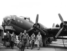 Bomber Crew, 44th BG, 67th BS, 8th Army Air Force, England 1944