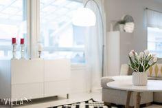 Tässä kodissa riittää luonnon omaa valoa kiitos monien ikkunoiden Kuusipolku 4, Nokia ➡www.villalkv.fi/myynnissa-nyt⬅