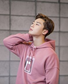 Park Seo Joon, a man who can pull off a pink hoodie better than anyone else ever could Park Seo Joon Hwarang, Park Seo Jun, Seo Kang Joon, Park Hae Jin, Park Hyung Sik, Asian Actors, Korean Actors, Baek Jin Hee, Oppa Gangnam Style