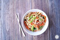 Today I'm sharing how to make a homemade version of my favorite NYE's dish… Lo Mein Noodles! This dish is easy to create & makes great leftovers! Healthy Noodle Recipes, Healthy Meals For Kids, Healthy Eating, Healthy Food, Easy Lo Mein Noodles, Healthy Groceries, Dinner Is Served, Vegan Dinners, Main Dishes