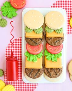 Build Your Own Burger Cookies (royal icing cookies kids) Summer Cookies, Fancy Cookies, Iced Cookies, Cute Cookies, Royal Icing Cookies, Cookies Et Biscuits, Cupcake Cookies, Birthday Cookies, Cookie Favors