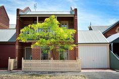 Turner Terrace Bendigo Turner Terrace offers accommodation in Bendigo, just a 10-minute walk from local shops, restaurants and cafes. Bendigo Train Station is a 5-minute walk from the property. Free private parking is available on site.