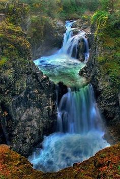 Little Qualicum Falls, Vancouver Island, British Columbia, Canada 🍁 Beautiful Waterfalls, Beautiful Landscapes, Places To Travel, Places To See, Beautiful World, Beautiful Places, Dame Nature, Château Fort, Les Cascades